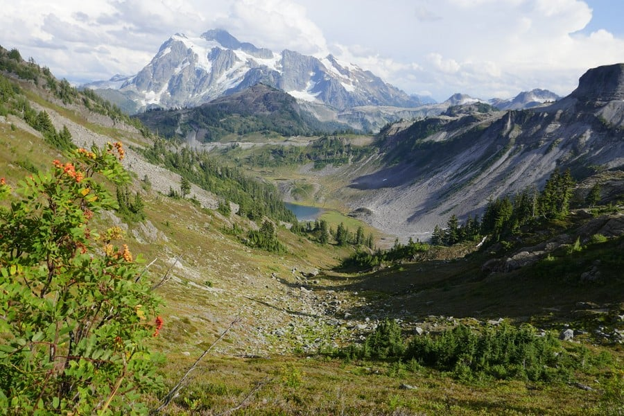 Hiking around Chain Lakes Loop Best Hikes in Washington State