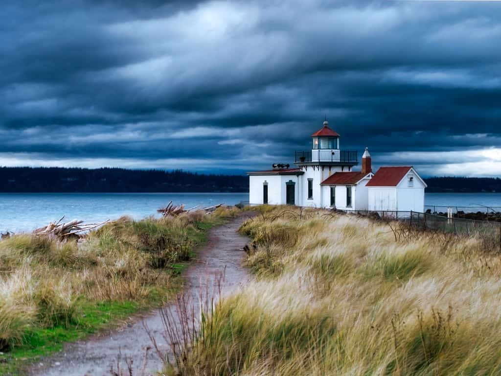 Hiking around Discovery Park and Lighthouse Loop Best Hikes in Washington State